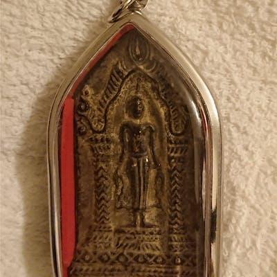 Buddha / Budda - amulett . Antik PHRA Sukothai. Över 100 år.