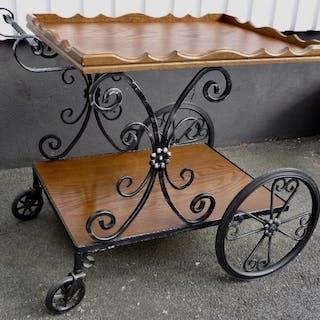 Serveringsvagn/barvagn/drinkvagn/serverngsbord i betsat trä med fina detaljer