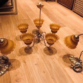 Taklampa + 2 stycken bordslampor i  mässing