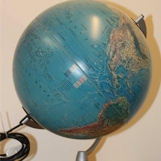 Jordglog Scan Globe Danmark metall konstruktion och jätte fin trä fot