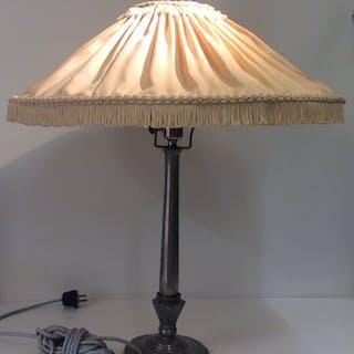 Bordslampa i Tenn av Just Andersen Danmark 1920-tal med original skärm !