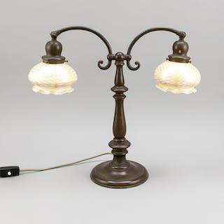 Jugendstil-Tischlampe im Tiffany-Stil