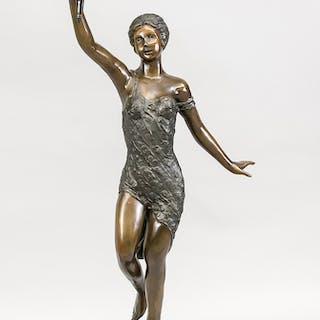 Große figürliche Bronzelampe, Fackelträgerin, 2