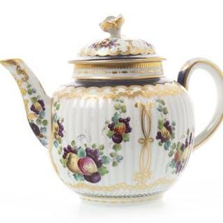 AN 18TH CENTURY WORCESTER TEA POT