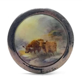 A ROYAL WORCESTER BROOCH BY HARRY STINTON
