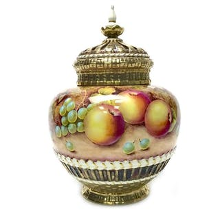 A ROYAL WORCESTER POT POURRI BY R PRICE