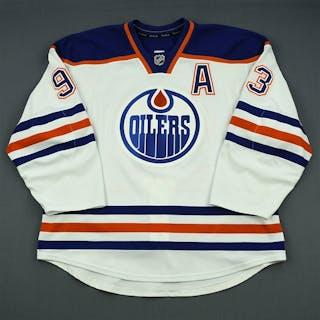 Nugent-Hopkins, Ryan White Retro Set 2 w/A Edmonton Oilers 2013-14 #93 Size: 56