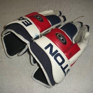 Nycholat, Lawrence Easton Gloves New York Rangers 2003-04 #28