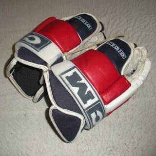 Pock, Thomas CCM gloves New York Rangers 2005-06 #22