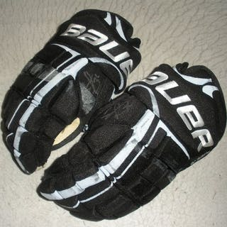 Powe, Darroll * Bauer Gloves, Signed Philadelphia Flyers 2009-10 #36