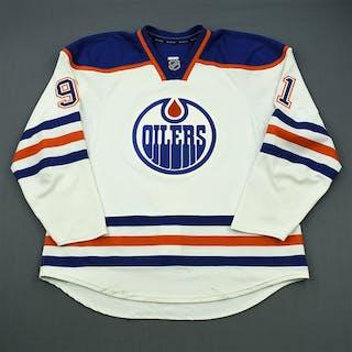 Paajarvi, Magnus White Retro Set 3 Edmonton Oilers 2011-12 #91 Size: 56