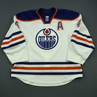 Hall, Taylor White Set 1 w/A Edmonton Oilers 2014-15 #4 Size: 56