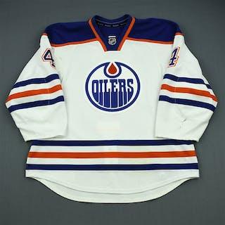 Hall, Taylor White Retro Set 1 Edmonton Oilers 2012-13 #4 Size: 56