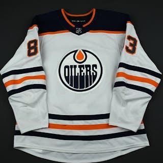 Benning, Matthew White Set 3 Edmonton Oilers 2017-18 #83 Size: 56