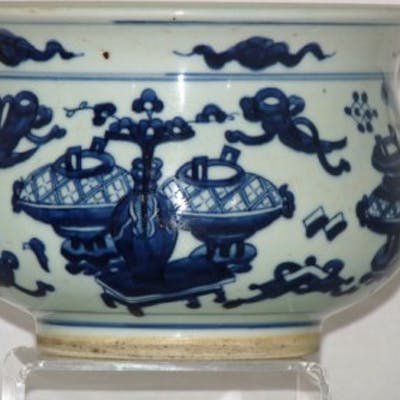 CHINESE 18TH CENTURY BLUE AND WHITE PORCELAIN CENSER