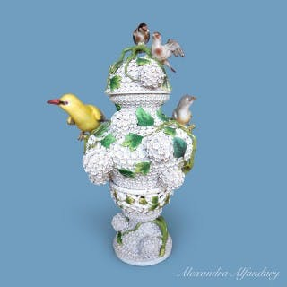 A Superb Large Meissen Porcelain Snowball Decorated Vase and Lid