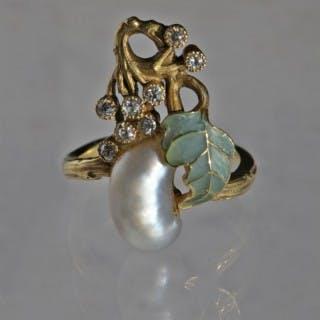 A Fabulous Art Nouveau Plique & Diamond Ring