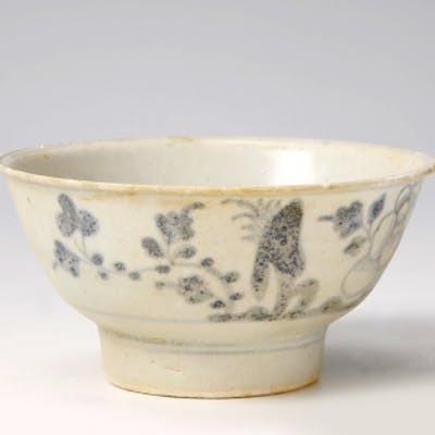 Tek Sing Mid-Size Bowl With Flowers