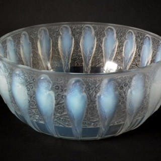 Rene Lalique Opalescent with dark blue staining Glass 'Perruches' Coupe