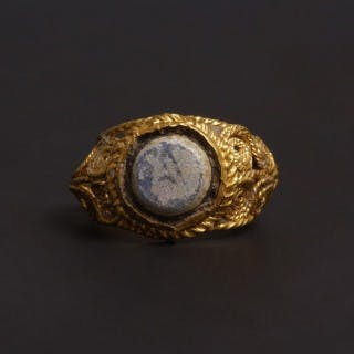 Roman Gold and Glass Finger Ring