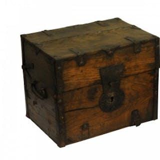 Ash Iron bound Travelling medicine casket, English, circa 1700