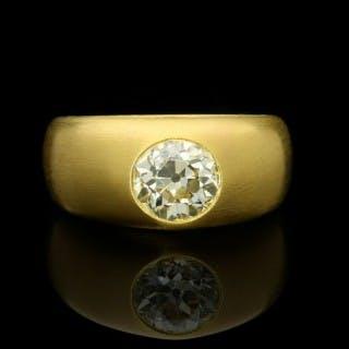 Hancocks 22ct Satin-finish Yellow Gold Gypsy-set Band Ring with a