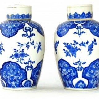 Kangxi blue and White Pair of Lidded Vases