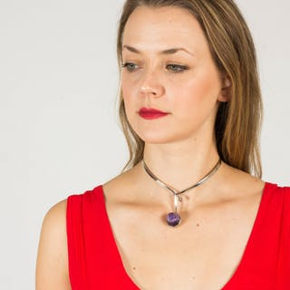 Silver and amethyst neckring by Gert Thysell