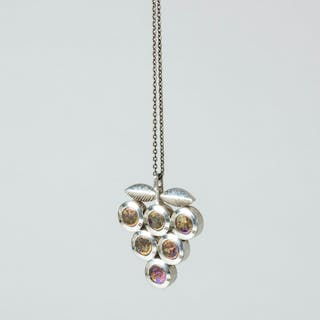 "Silver ""Titaani"" pendant by Nanny Still"