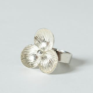 Silver flower ring by Elis Kauppi