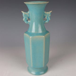 CHINESE PORCELAIN BLUE VASE