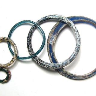 5 Roman glass bracelets and hair ornaments