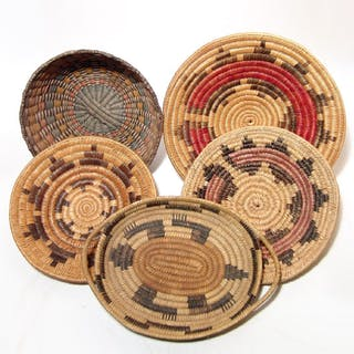 A lot of 5 Native American baskets