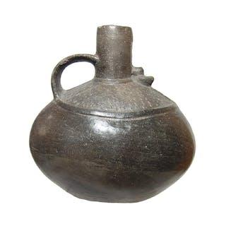 A large ovoid Chimu vessel