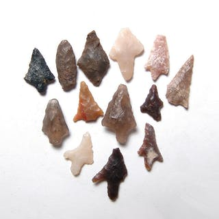 A group of 13 stone arrow points from North Africa