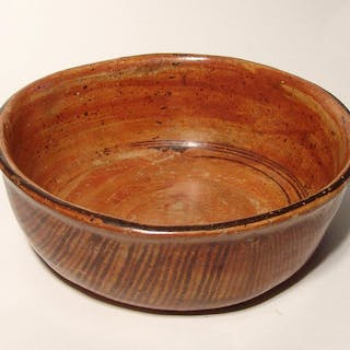 A large Chinesco polychrome bowl