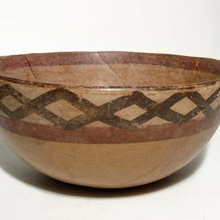 A nice Cajamarca polychrome ceramic bowl
