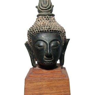 An attractive bronze head of Buddha