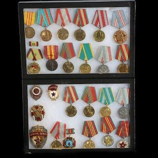 Medals, Arms & Armor   Barnebys
