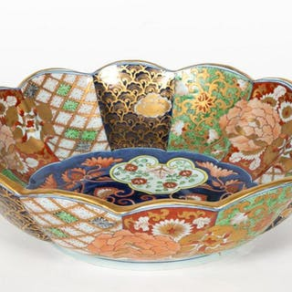 Large Imari Decorated Centerpiece Bowl