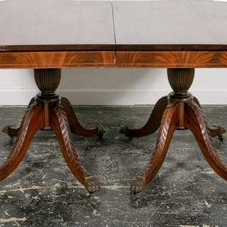 Georgian Style Pedestal Dining Table with Leaves