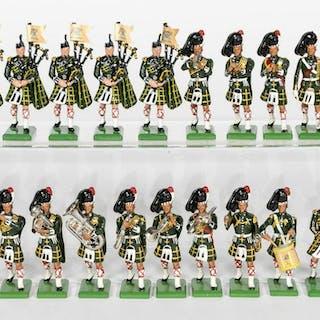 18 Pc, Britains Scottish Highlander Toy Soldiers