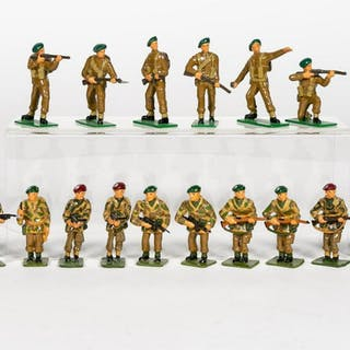 """18 Pc, """"British WWII Camo"""" Toy Soldiers"""