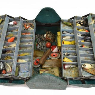 VINTAGE METAL FISHING TACKLE BOX, MANY LURES