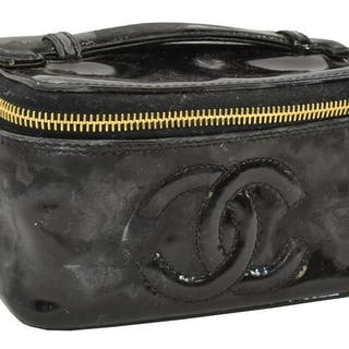 CHANEL BLACK PATENT LEATHER COSMETIC CASE