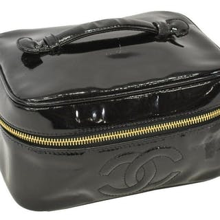 CHANEL BLACK PATENT LEATHER COSMETICS POUCH