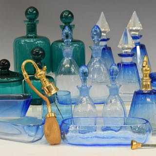 (LOT) COLLECTION OF GLASS DRESSER VANITY ARTICLES