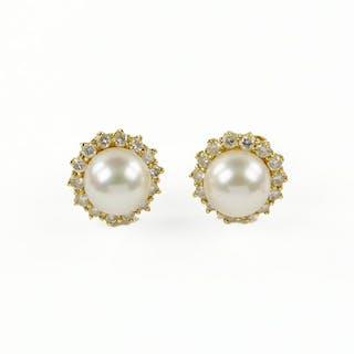 A Pair Of Pearl Diamond Stud Earrings Cur S Barnebys Co Uk