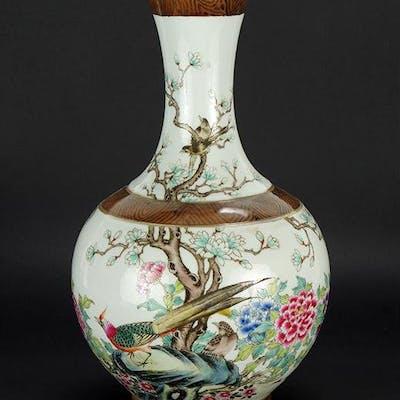 A Chinese Porcelain Bottle Vase.