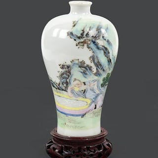 A Chinese Famille Rose Porcelain Meiping Vase.
